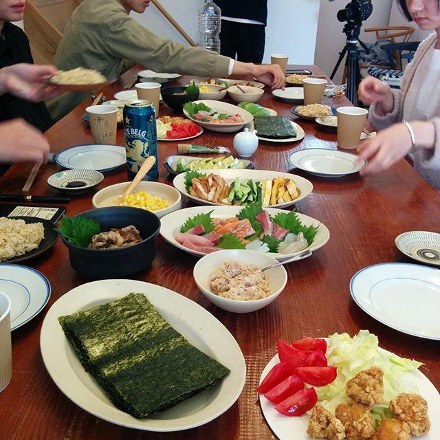 上海から来てくれた撮影クルーと手巻き寿司ランチ。楽しいなぁ。