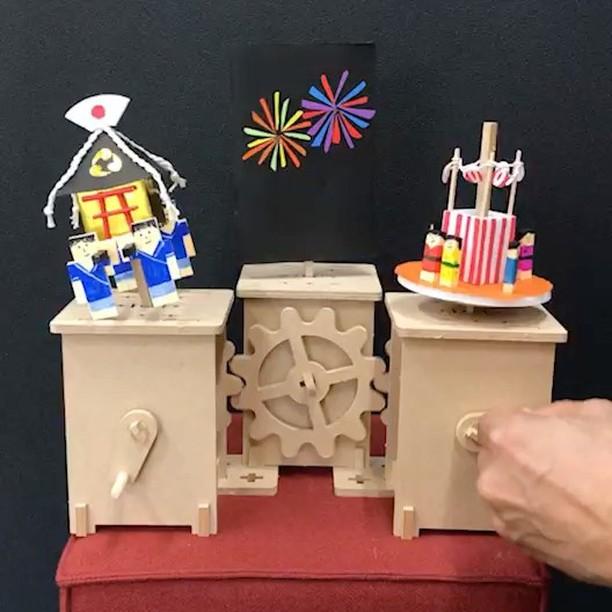 Fujitsu Digital Business College『デザイン思考コース』にてプロトタイピングワークショップをさせていただきました。こちらは受講者の作品『夏祭り』。夏祭りの日に、少年がお神輿をかついで、意中の女の子と盆踊りをして、そのあと二人で花火を見にいくというストーリーの作品。わずか半日でできたとは思えない完成度の高さ。この作品の以外にも素晴らしい作品が色々と仕上がりました。詳しくはブログでご覧くださいませ。http://nizo.jp/?p=9721